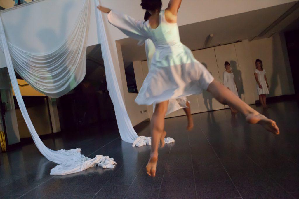 To be crystal(2014) ダンス×ビデオ ロンドン、フリースペースギャラリー Photo by Elaine Sutton