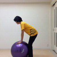 体幹を鍛えるバランスボールEXーボールの上で4点バランスー